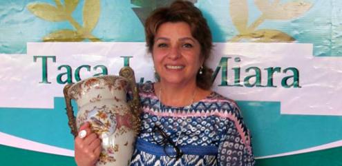 A viúva do homenageado, Susete Miara com a Taça L.C. Miara A viúva do homenageado, Susete Miara com a Taça L.C. Miara