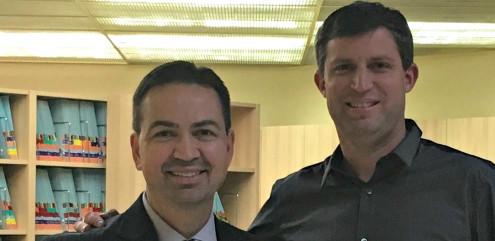Alexandre Moro com o professor Carlos Flores-Mir da Universidade de Alberta